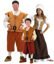 Famiglia di contadini padre madre e figlio