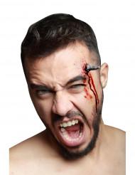 Trucco Halloween: finto chiodo conficcato