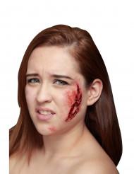 Trucco Halloween: finto graffio profondo