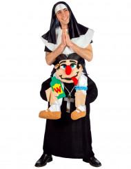 Costume umoristico suora portata dal prete